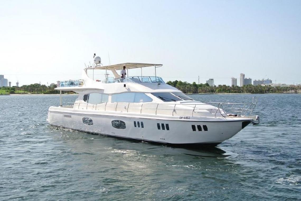 90 Ft Premium Yacht